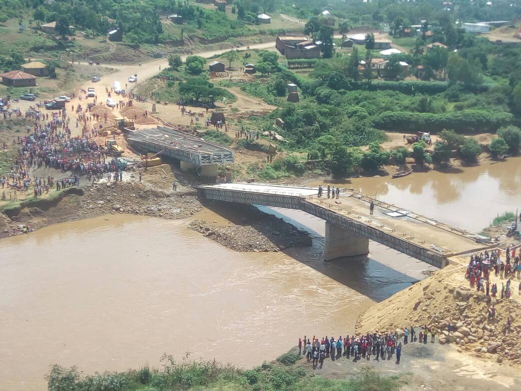 Sh1.2b Bridge collapses days after Uhuru inspection — PHOTOS - Daily N...
