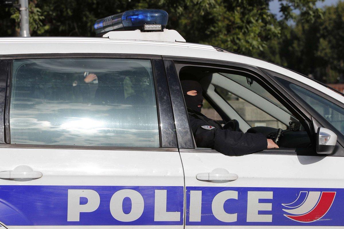 Des policiers violemment pris à partie dans le Val-d'Oise > > https://t.co/36VIISN7T2