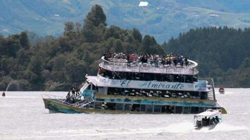 #News #Iran Six dead, 31 missing after Colombia tourist boat sinks: president  http:// dlvr.it/PQ8bFh  &nbsp;  <br>http://pic.twitter.com/WBOyQYeS68