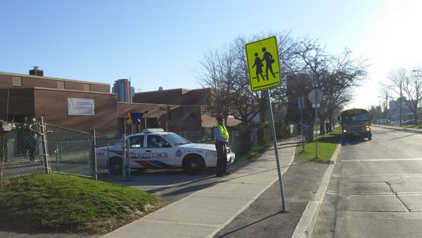 Last week of #school 4 @tdsb @tcdsb: Don&#39;t forget #SchoolZone Safety! #Park Properly, Drive #slowly + stay 20 metres back from #SchoolBuses.<br>http://pic.twitter.com/UuRCy3bXpH