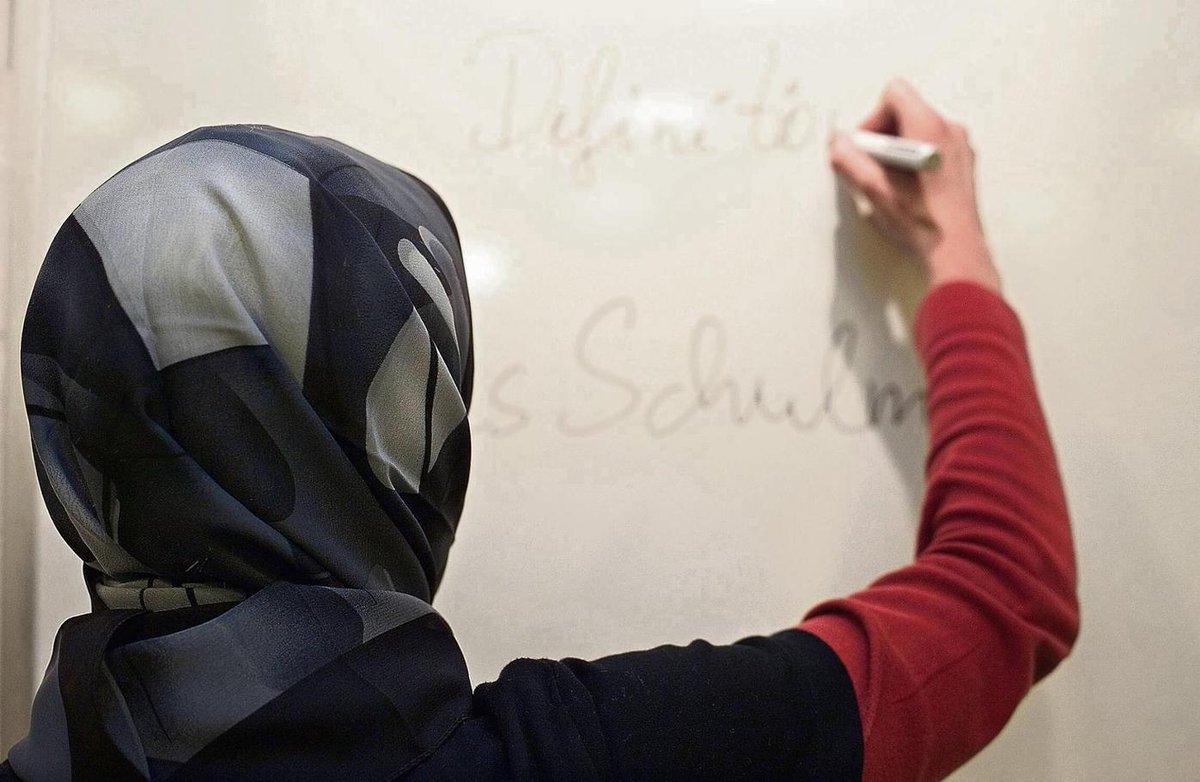Bewerberin mit #Kopftuch bekommt einen Lehrerposten nicht, dafür aber 7000€ Entschädigung. #Berlin https://t.co/Ys9YeNHXrf