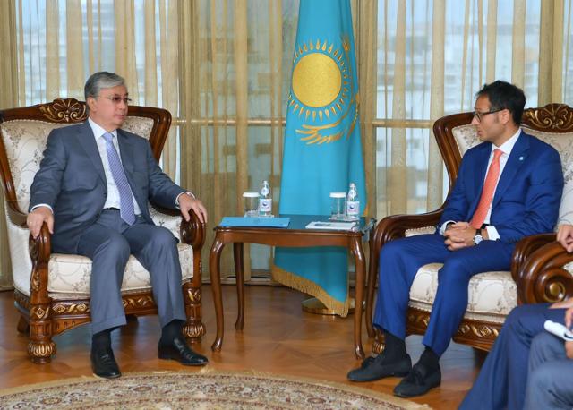Secretary General Ambassador @RamilRhasanov met Chairman of the Senate of the Republic of #Kazakhstan H.E. Kassym @TokayevKZ in #Astana <br>http://pic.twitter.com/OB7UPrdCzE