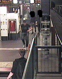 test Twitter Media - Mann auf Gleise geschubst – Tatverdächtige von der Polizei mit Bildern gesucht https://t.co/BkXn3nqYSA https://t.co/pRrHyI70ea