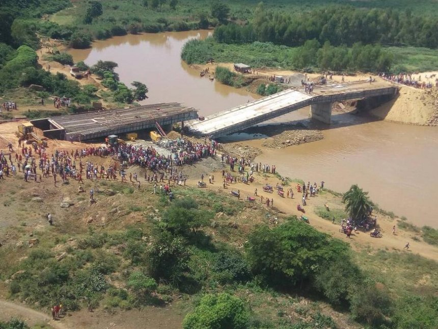 Sh1.2 billion Budalang'i #SigiriBridge collapses days after Uhuru insp...