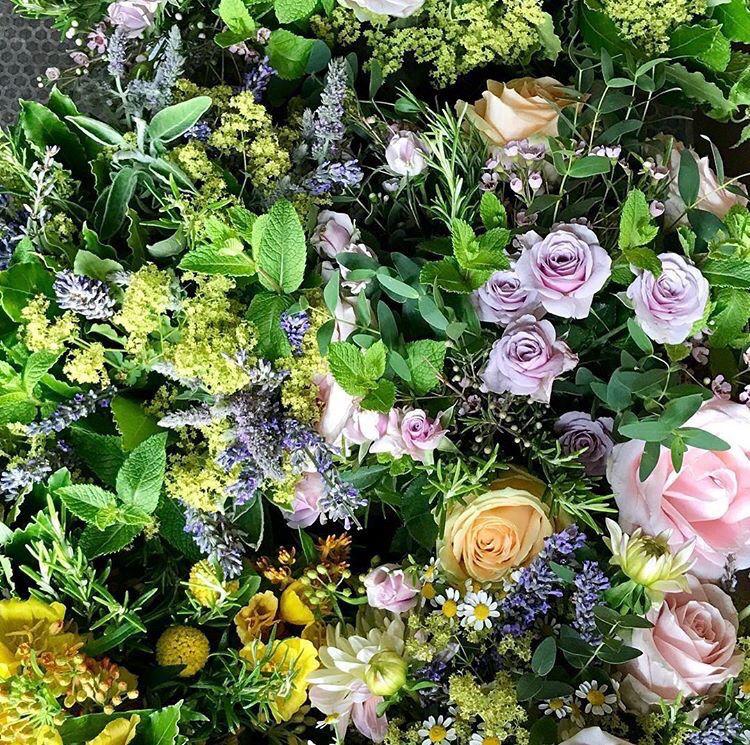 Overhead shot of herbs and flowers we installed for @JurliqueUK this week... #summerflowers #luxuryflowers #londonstyle #londonflorist<br>http://pic.twitter.com/jLuPCesacr