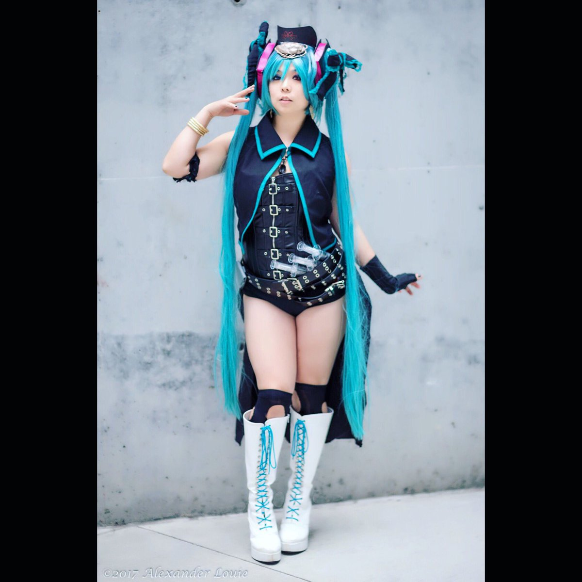 When you have to make your #cosplay more con-safe! Wore a corset to cover up  @cfm_miku_en @cfm_miku #HatsuneMiku #calneca #mikucosplay<br>http://pic.twitter.com/q0ciIjDrGT