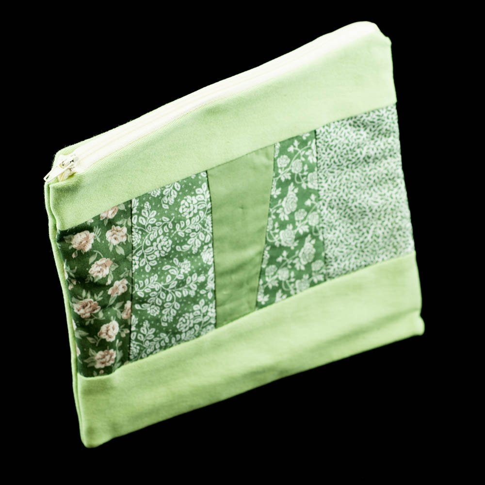 Love this green patchwork make-up bag.Handmade by us here at Amelia&#39;s Grotto #forsale #patchwork #make-up #bag #green #handmade<br>http://pic.twitter.com/jhQw3i0y8Y