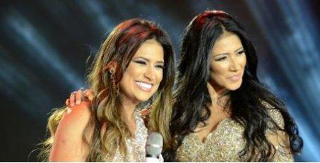 >@Emais_Estadao: Homem invade palco, derruba Simaria e sua irmã Sim...