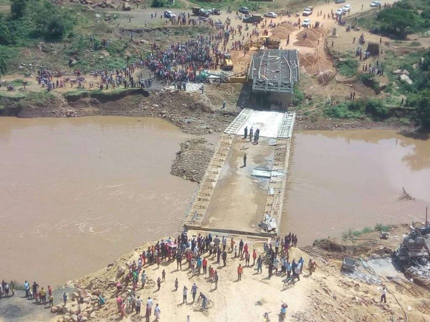 #SigiriBridge collapse signals Uhuru's fall, Raila says as state suspe...