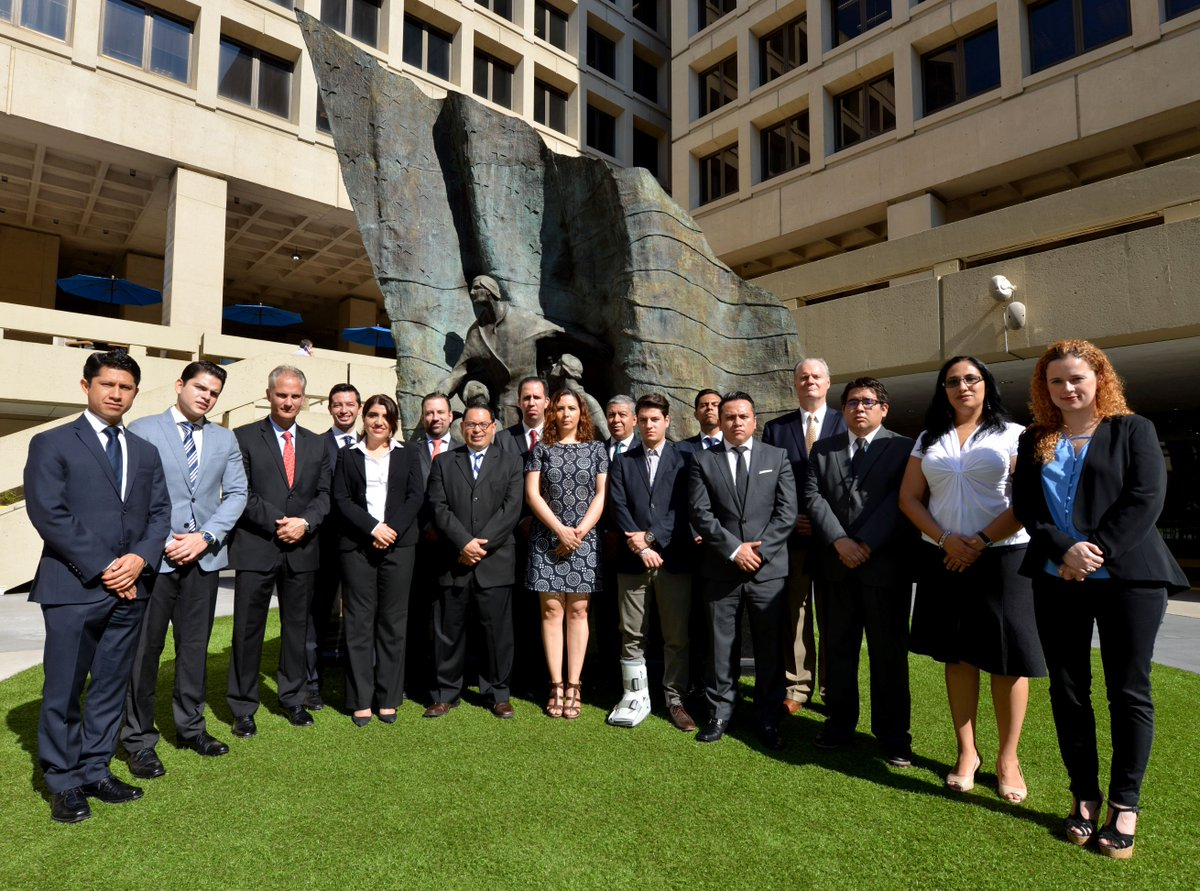 Last week, the #FBI hosted a Mexican law enforcement delegation for working meetings at FBI HQ. #partnership<br>http://pic.twitter.com/FWWN3digBF