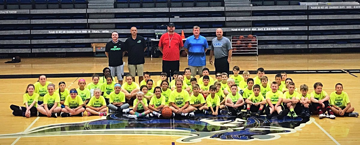 Day 1 of Kentucky Premier Skills Camp is officially under way!  2nd - 6th grade getting us started! #GoGreen #KYPremier  <br>http://pic.twitter.com/lFTgaAYwKL