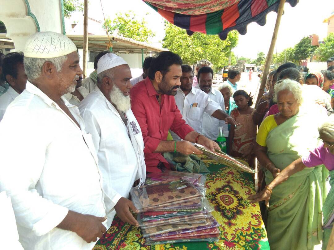 Philanthropic activities is essential during #Ramzan month. Distributed sarees to poor Muslim women in Mulmudi village. #Nellore <br>http://pic.twitter.com/p0Fc2BFn0T