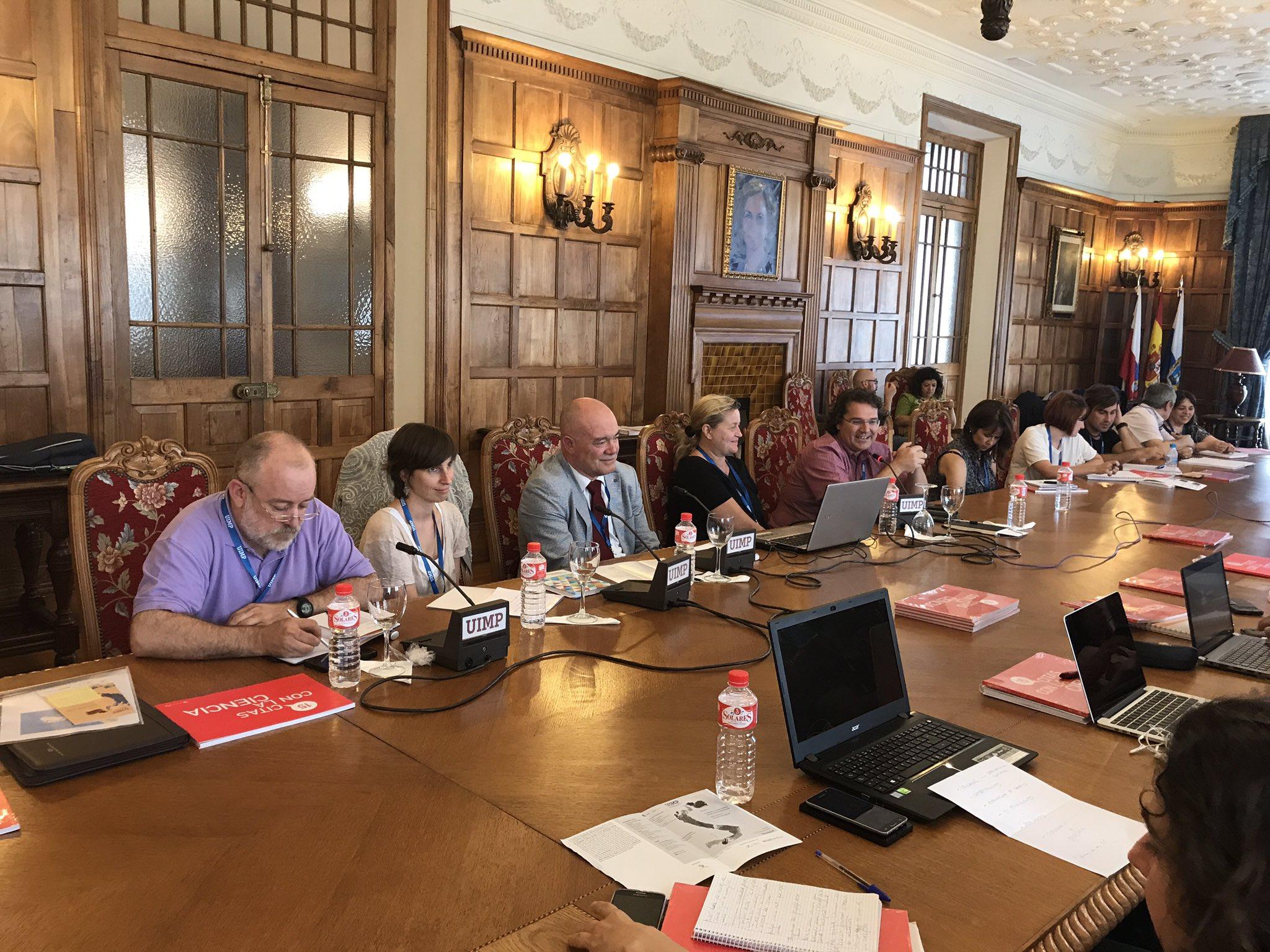 Comunicación científica e institucional deben tener relación funcional, no orgánica @Uhandrea en la mesa redonda #UIMPDivulgaCiencia https://t.co/fhzA6YMZUi