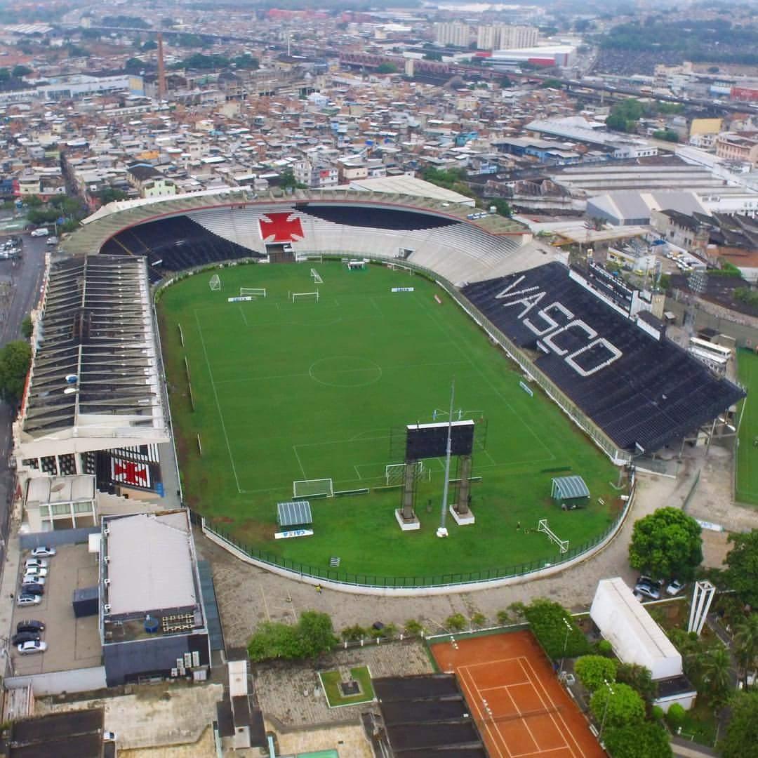 Duelo de estádios: qual é mais temido?  RT = São Januário Curtir = Arena do Grêmio