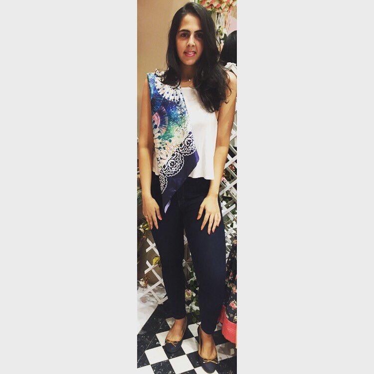 Thank you @rebeccadewan @nishjamvwal for this beautiful #stole #fashionstyle #fashiondesigner #shadesofblue #ThankYouSoMuch <br>http://pic.twitter.com/ssFFcdIzb4