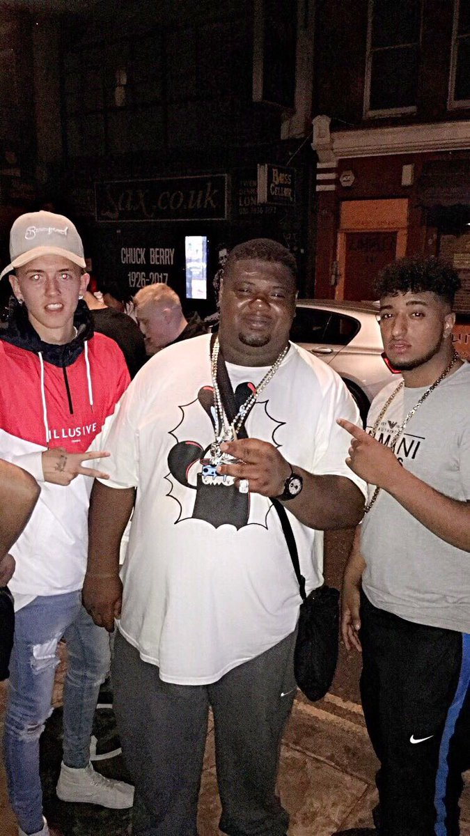 Blackguard spotted with @bignarstie at Izzie Gibbs Ep launch. Yin yang out now! #mens #fashion #streetwear #bdl #clothing #streetstyle #UK<br>http://pic.twitter.com/vAxtLdWDV1