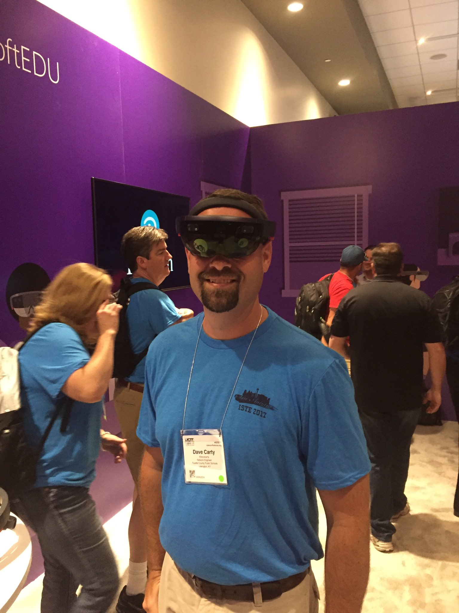 Microsoft Hololens. I got to take a look at ancient artifacts that most schools probably couldn't actually have onsite #fcpsiste https://t.co/9Y31Owu6pS