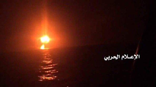 #Breakingnews Yemeni Navy fields reporter Announced targeting Saudi military ship landing off coast of #mocha #Yemen 25-6-2017 #news #media <br>http://pic.twitter.com/lH1WvAr4vp