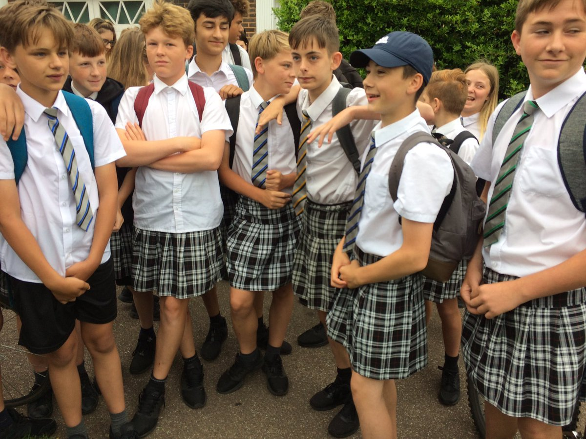 We love this story. Boys at #Exeter academy wear skirts in #uniform #protest via @BBC. #MondayMotivation   http:// bbc.in/2rQFh4g  &nbsp;  <br>http://pic.twitter.com/9PdjeF7sWl