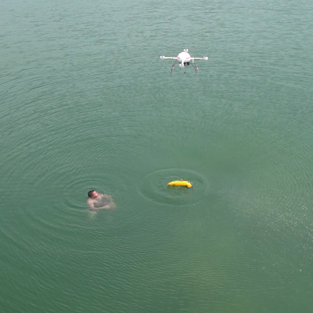 RT @TomHall: Baywatch  Rescue   Drones!  💦🚨💦  #Lifeguards #Ocean #Tech #FridayFeeling    https://t.co/MV6jQzHpHG