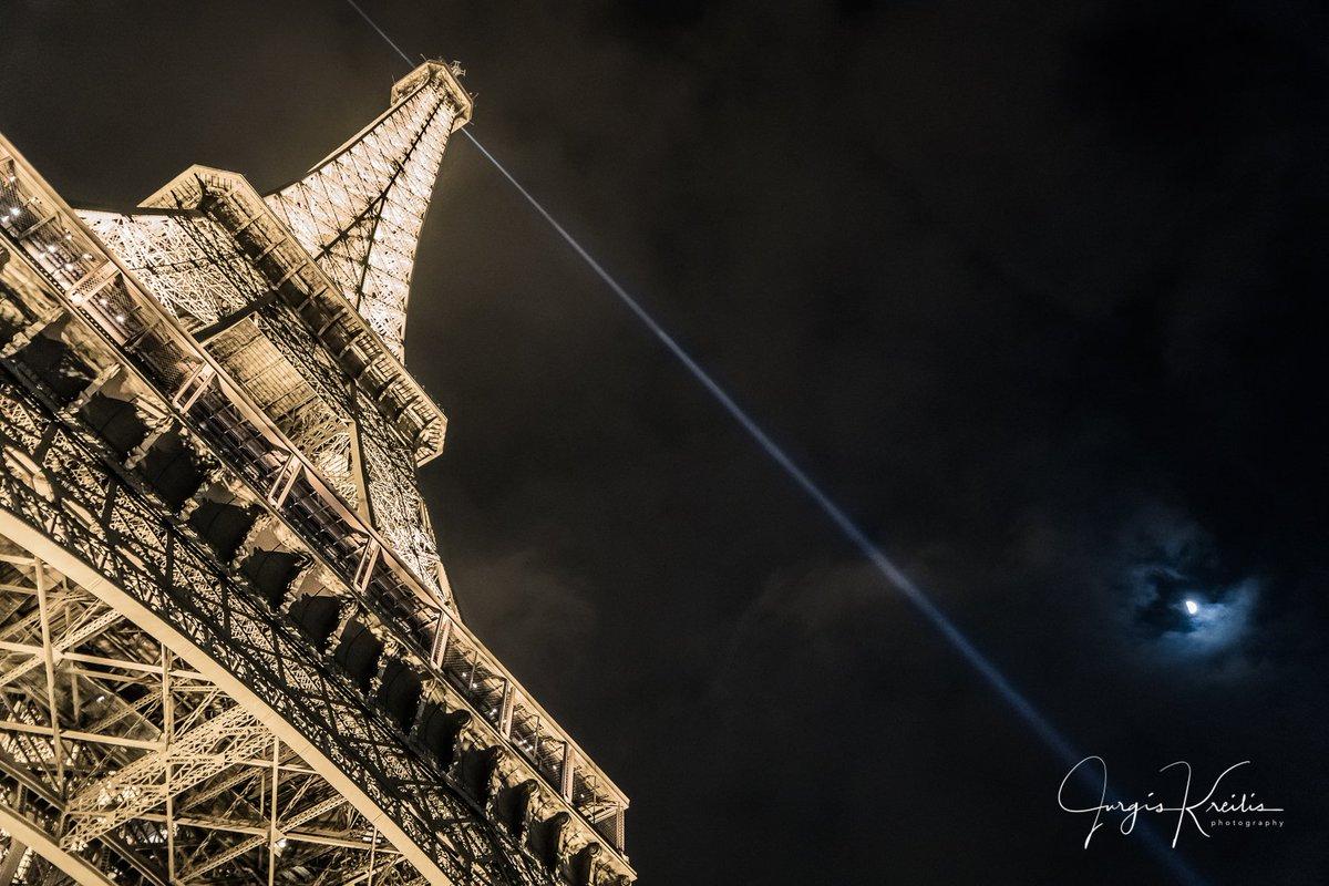The city of lights...human made vs natural #Paris #france @LaTourEiffel @Paris #eifeltower @paristourism @ParisJeTaime #Tourisme <br>http://pic.twitter.com/91FHTgqqYS