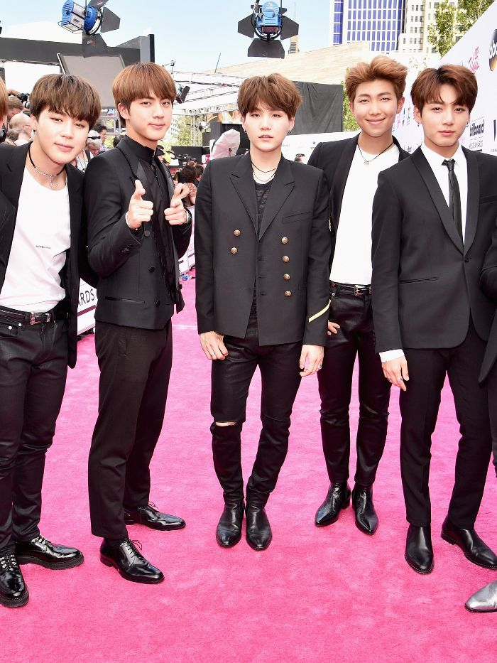 So, k-pop band BTS has the coolest style https://t.co/UWzMevDwNz https://t.co/7frjTVAepY