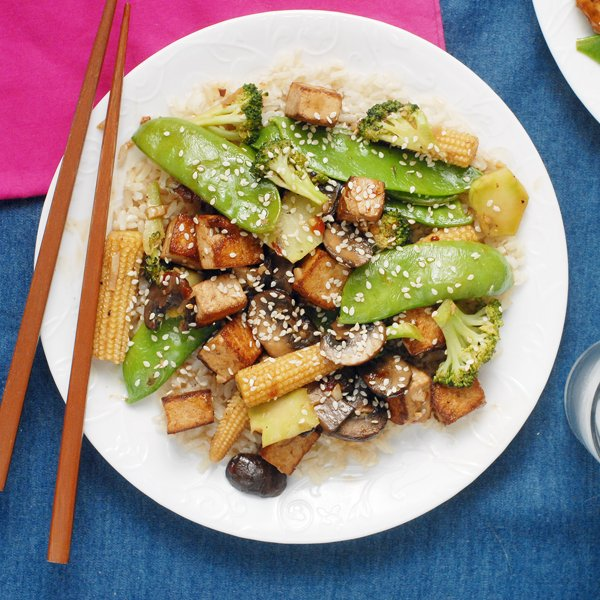 Early Summer Vegetable Stir Fry with Crispy Tofu - #summer #veggies #healthy #recipe  http://www. alisonsallspice.com/early-summer-v egetable-stir-fry-crispy-tofu/ &nbsp; … <br>http://pic.twitter.com/h397VNdqtv