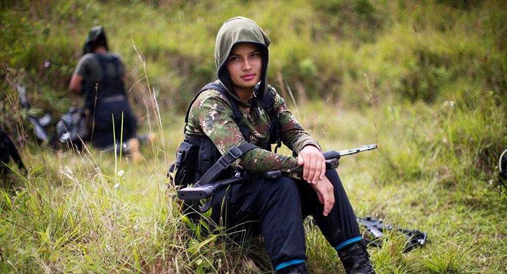 Kolombiya'da #FARC elindeki silahların tamamını teslim etti https://t....