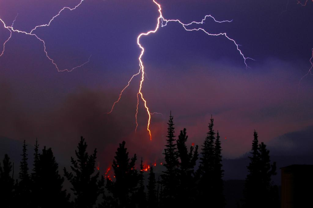 Lightning storms were the main driver of recent years of massive fires in Alaska & northern Canada, says new study: https://t.co/piR0QvtFvm