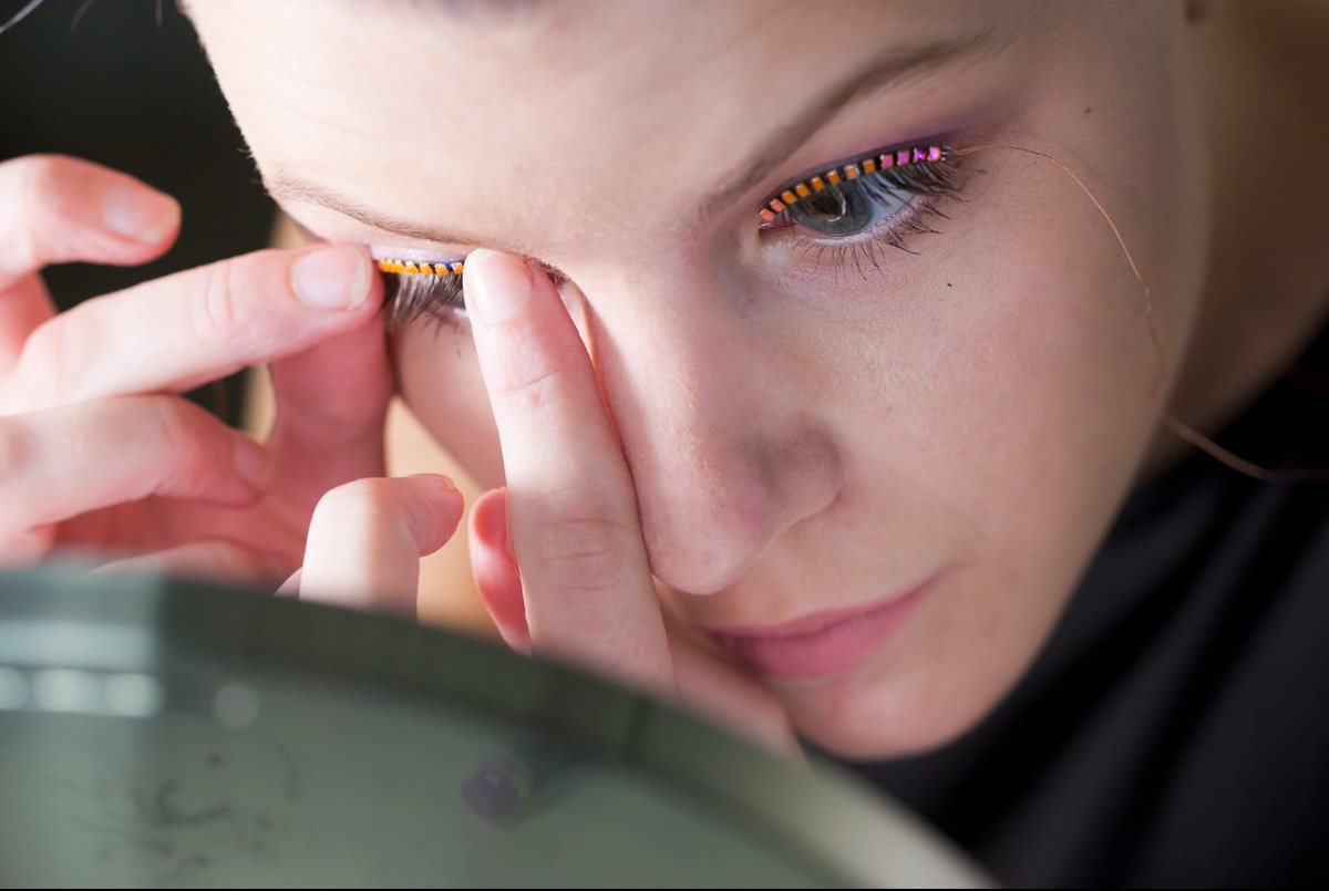 Weirdest #Wearable Ever? #Interactive #LED #Eyelashes Makes Crowdfunding Goal  https:// snapm.uk/2sU3Yhy  &nbsp;   @flashesLEDLash #flashes #Kickstarter<br>http://pic.twitter.com/EABcRQ6hzZ