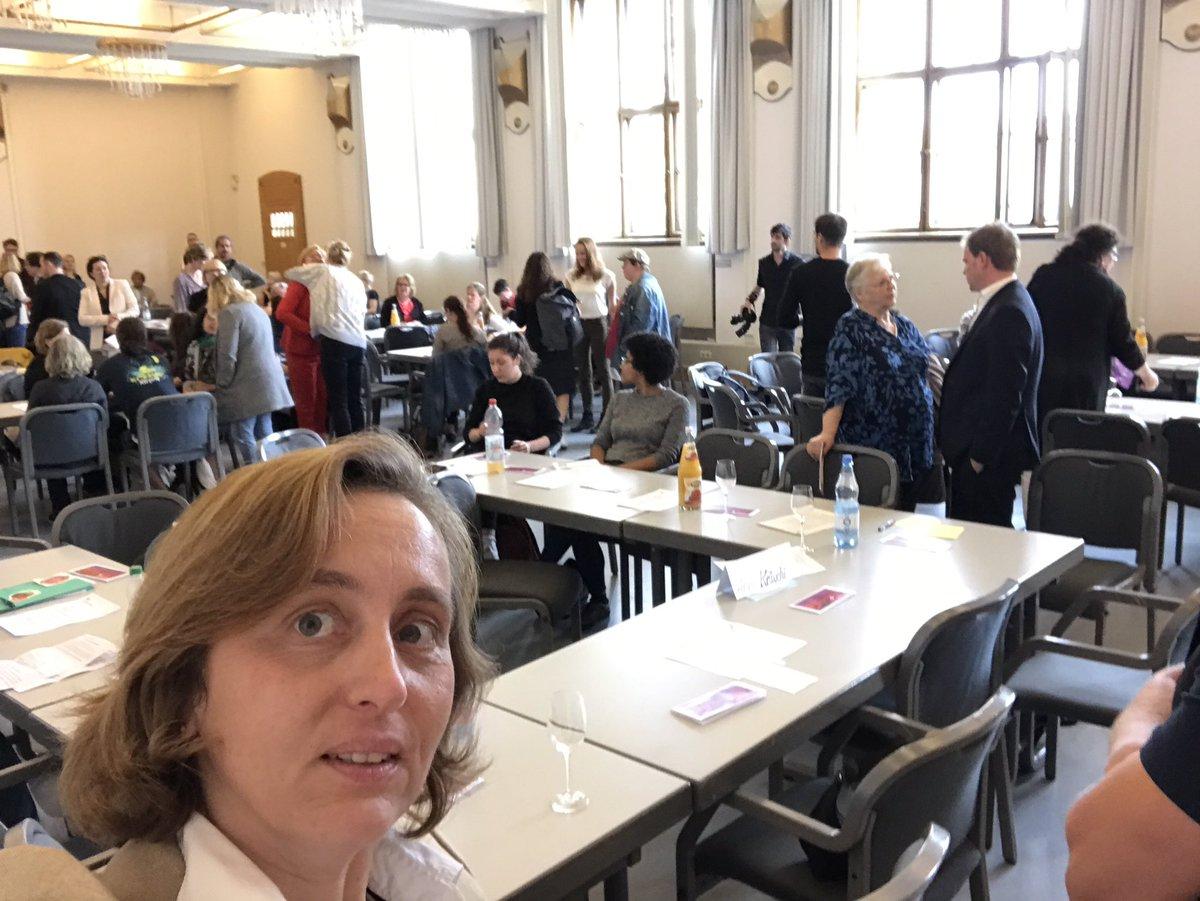 """test Twitter Media - Auf dem """"Heißen Stuhl beim Landesfrauenrat Berlin"""".Ich glaube, bei den Frau*_Innen hier habe ich - gaanz viele vom AfD-Programm überzeugt. 😀 https://t.co/Wv3ZjIrjgm"""