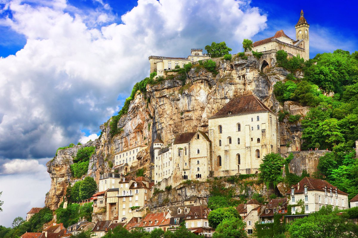 Overlooking the Alzou canyon, the medieval village of Rocamadour, #France built into the cliffside on successive levels, 395 ft in length. <br>http://pic.twitter.com/9b30XWR6qJ