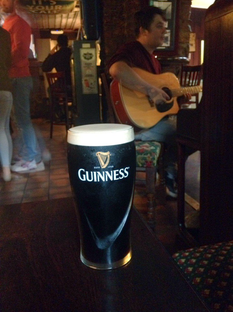 Back in Kerry, in time for live music at The Olde Glenbeigh Hotel! Music EVERY night! #Guinness <br>http://pic.twitter.com/9lzbxQNil5