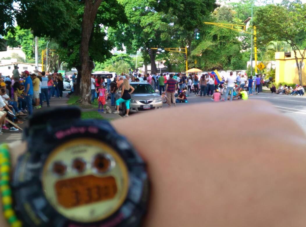 3:33pm ¡Libertador sigue en la calle! #SantaMonica #TrancamosPorVzla #...