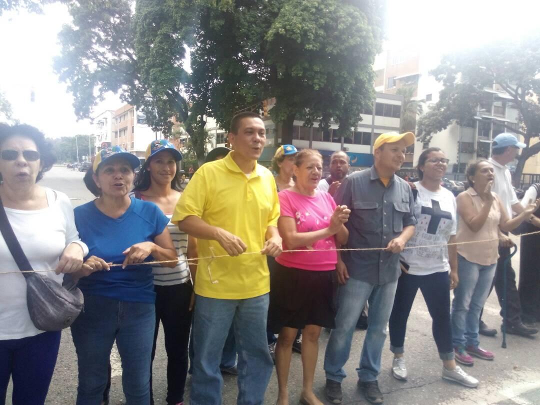 ¡Libertador sigue en la calle!  #TrancamosPorVzla #26Jun https://t.co/...
