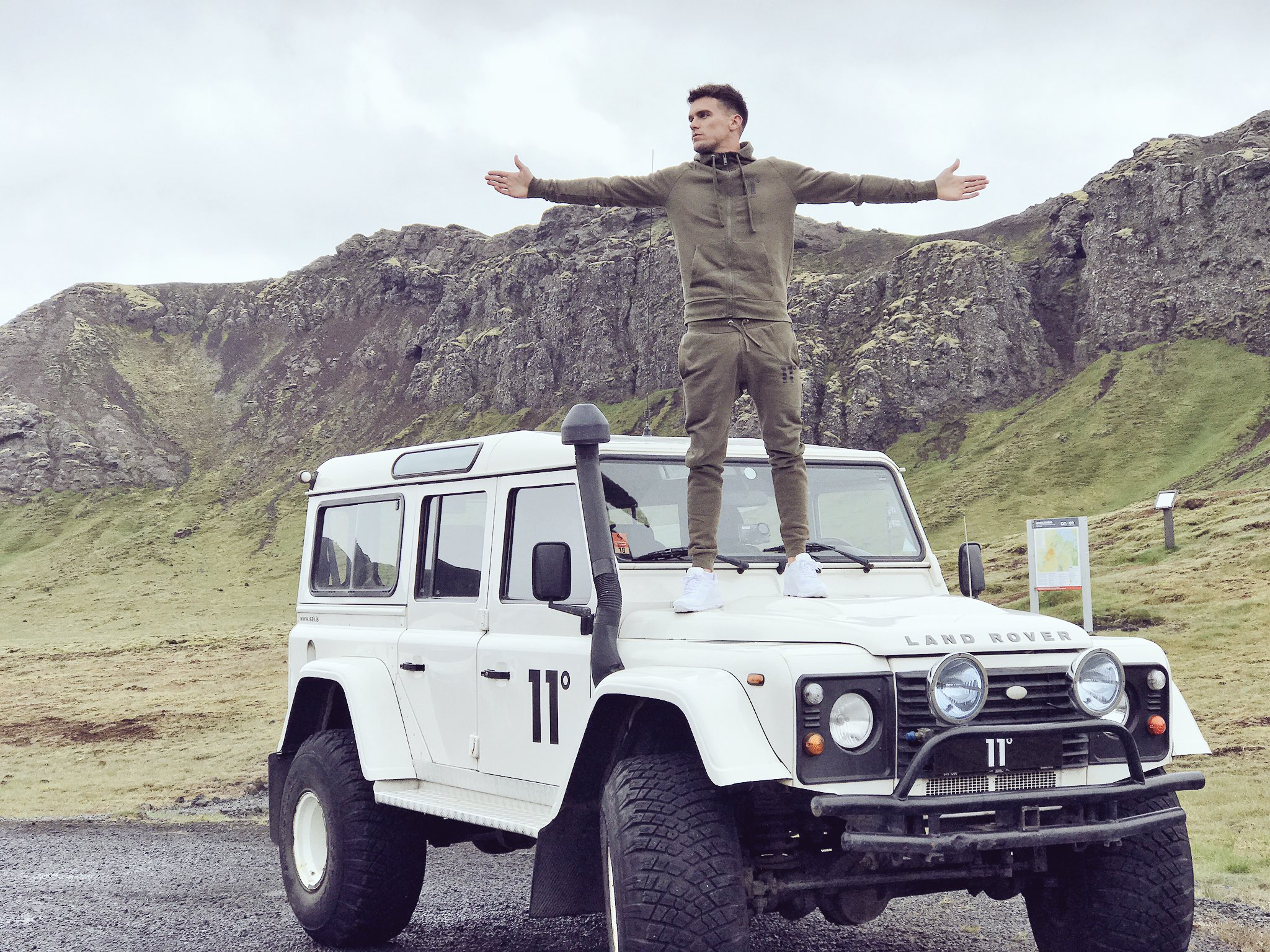Amazing day in Iceland with @11_Degrees this place is amazing!! Day 2 tomorrow 👌🏻📸 night night ✌🏻 https://t.co/ANAjomt1s5