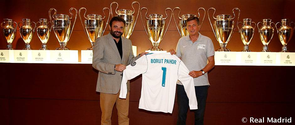 Slovenian president pays visit to Bernabéu and Real Madrid City    http:// bit.ly/2rUXAoZ  &nbsp;    #HalaMadrid #RealMadrid <br>http://pic.twitter.com/GVZx3sHT8c