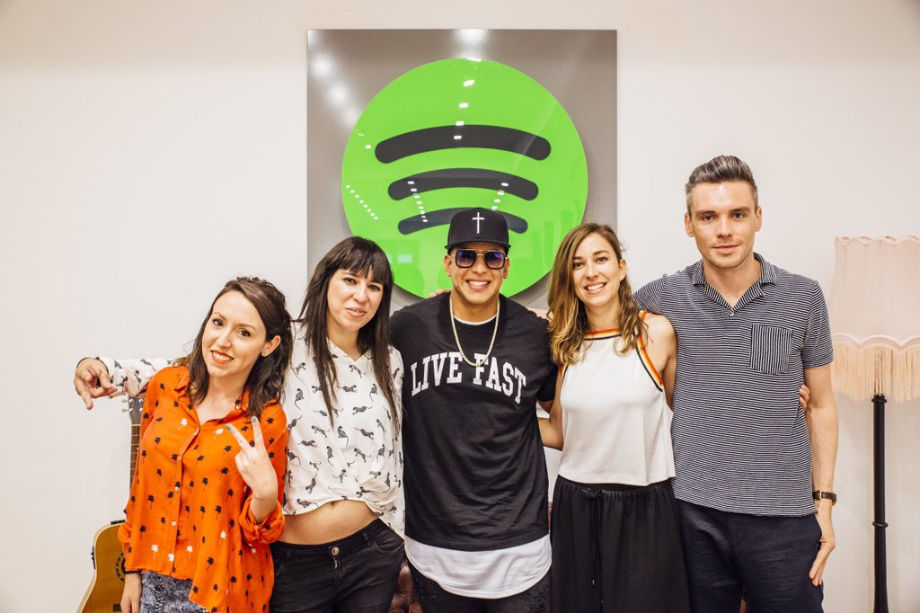 Con mi gente de @SpotifySpain Gracias por el respaldo. 🇪🇸 https://t.co...