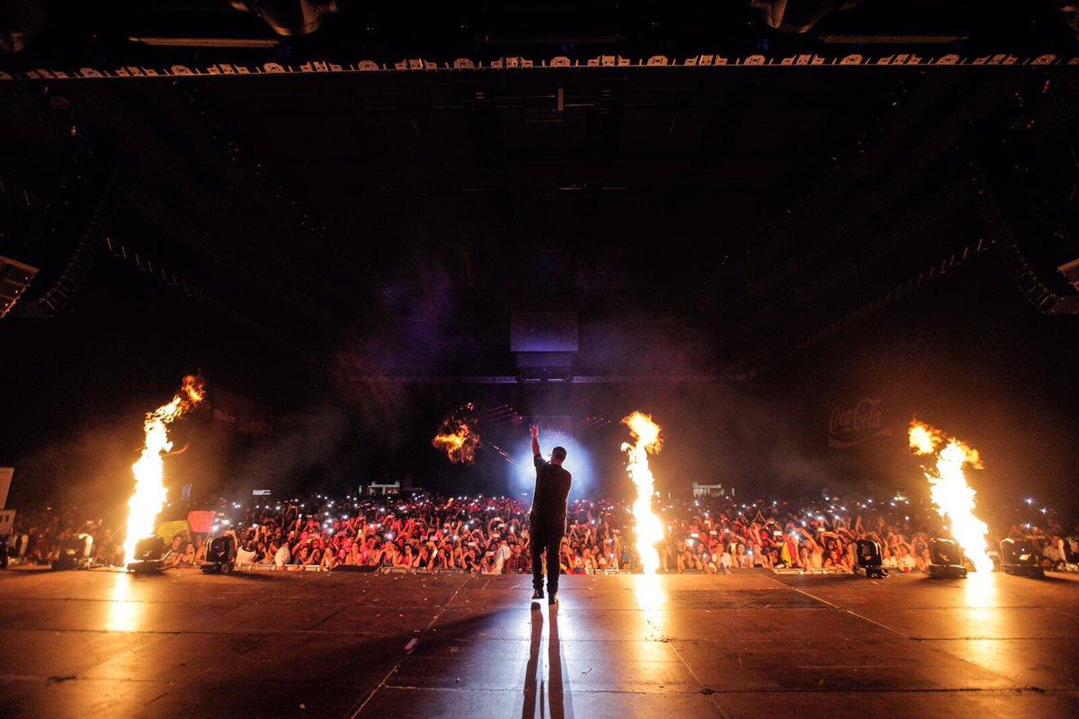 Candela pura! el concierto anoche en Madrid. ⛽️🔥🔥🔥🔥🔥🔥🔥 https://t.co/cQ...