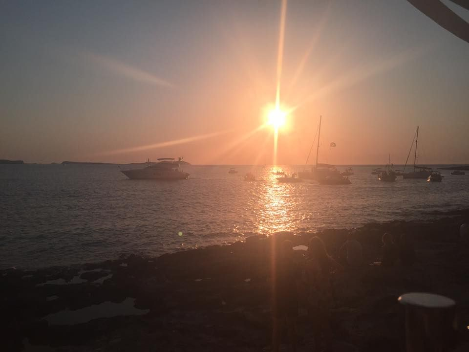 #AtticusIndepand RT @IbizaChauffeur: Another sunset closer to #ibiza <br>http://pic.twitter.com/07YTixvBzf