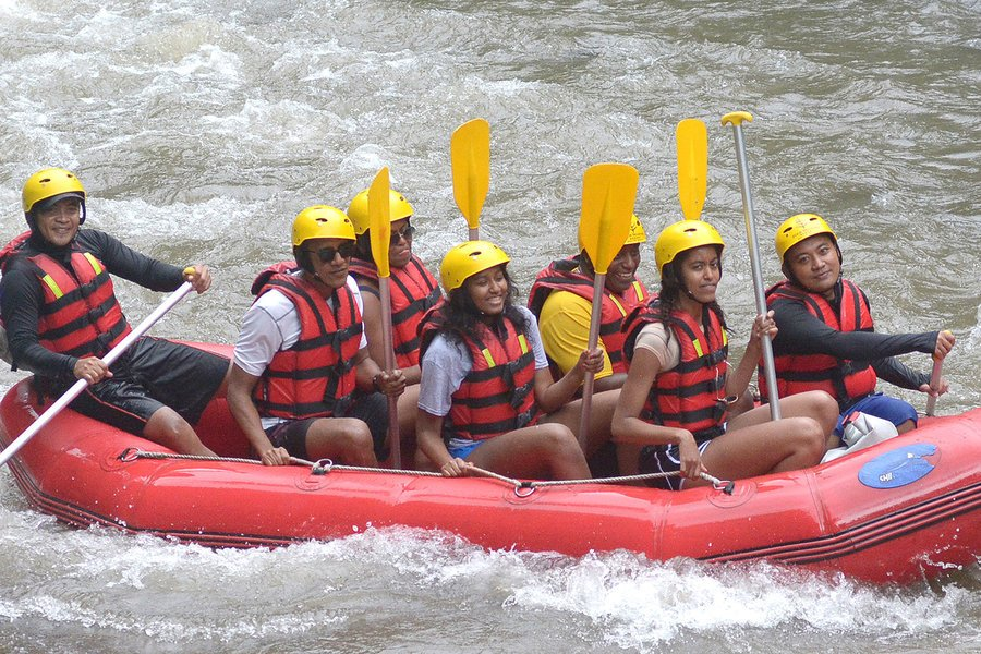 The Obamas go river rafting in Bali during their vacation to Indonesia.: https://t.co/k2DL6vNbg1