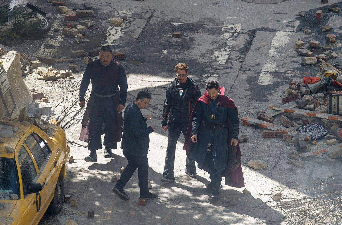 Check out @RobertDowneyJr, @MarkRuffalo, and Benedict Cumberbatch on the set of  #AvengersInfinityWar. https://t.co/XOveOZjBQD