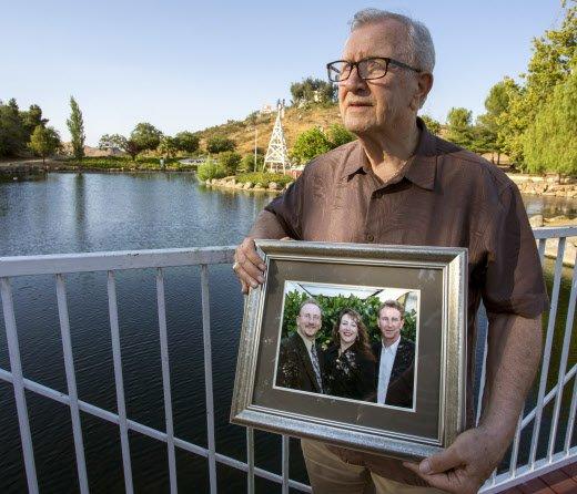 Etats-Unis : il enterre son fils, celui-ci revient 11 jours plus tard >> https://t.co/TI3qTFW7rH