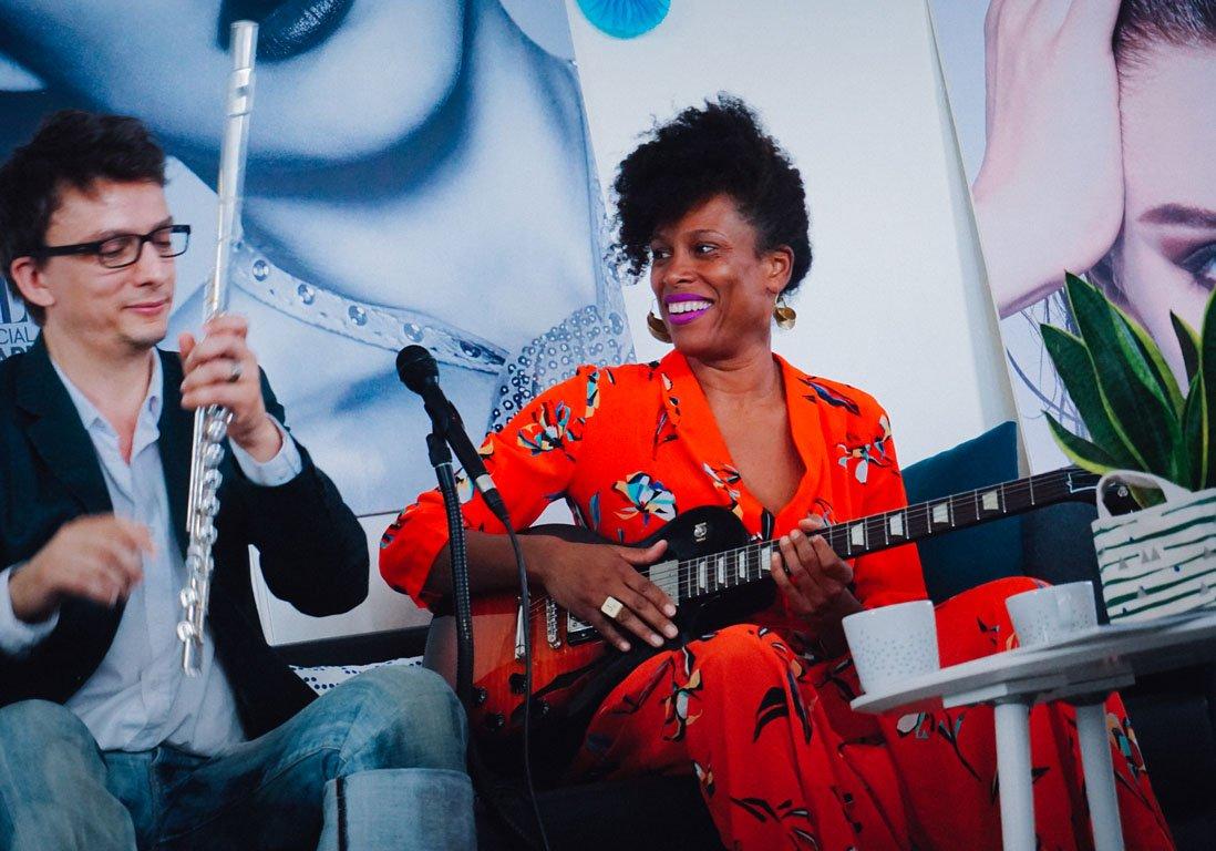 #Culture ELLE LIVE #14 : Sandra Nkaké chante à la rédaction https://t....