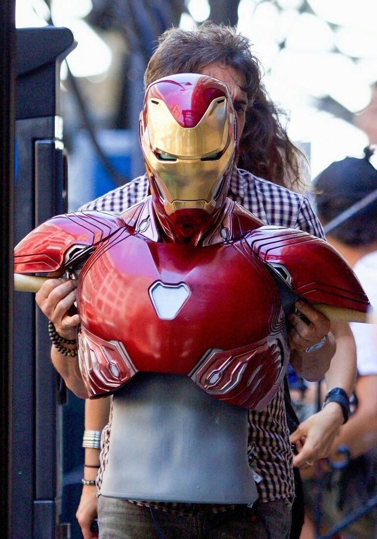 Set photo from Avengers #InfinityWar shows what might be @RobertDowneyJr new and what might be the best looking #IronMan suit yet <br>http://pic.twitter.com/MZ5ZrEJ4ZR