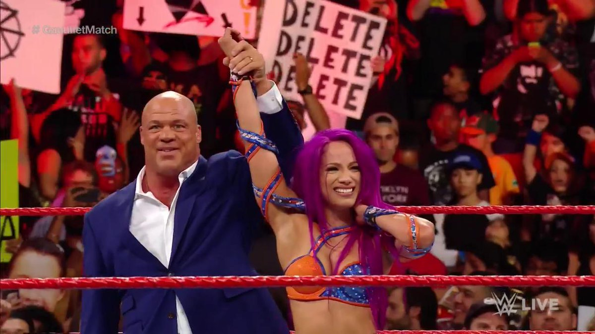 Classy move by #RAW General Manager @RealKurtAngle! #GauntletMatch htt...