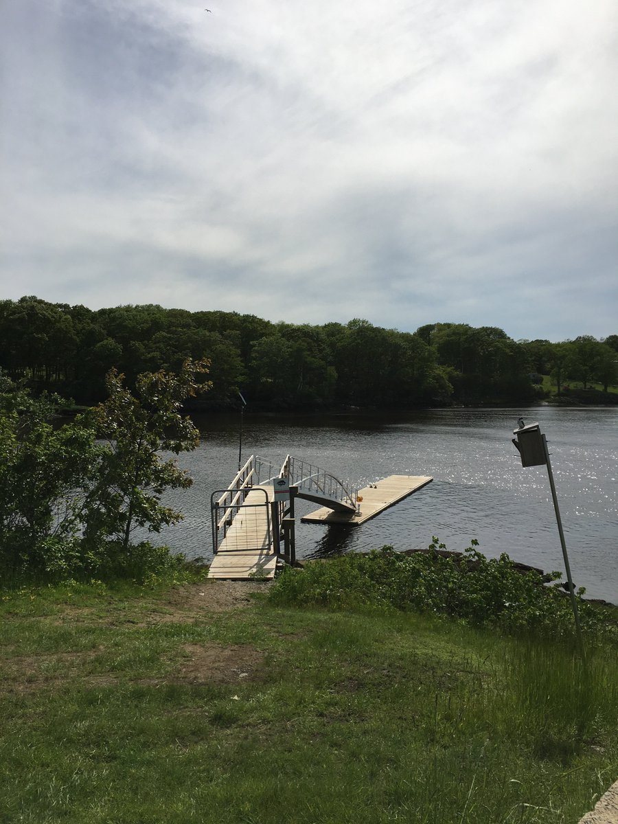 Our Outdoor Recreation dock is a great addition to our campus. In fact, during the school year, you can rent kayaks/canoes here! #UNE <br>http://pic.twitter.com/c59bSd6FyI