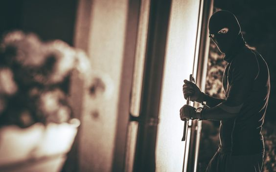 8 Tips for keeping your home safe from burglars...  http:// bit.ly/2mhnW1g  &nbsp;   #lifestyle #safety #SafetyForWomen #momlife<br>http://pic.twitter.com/PFBaoT7fhw