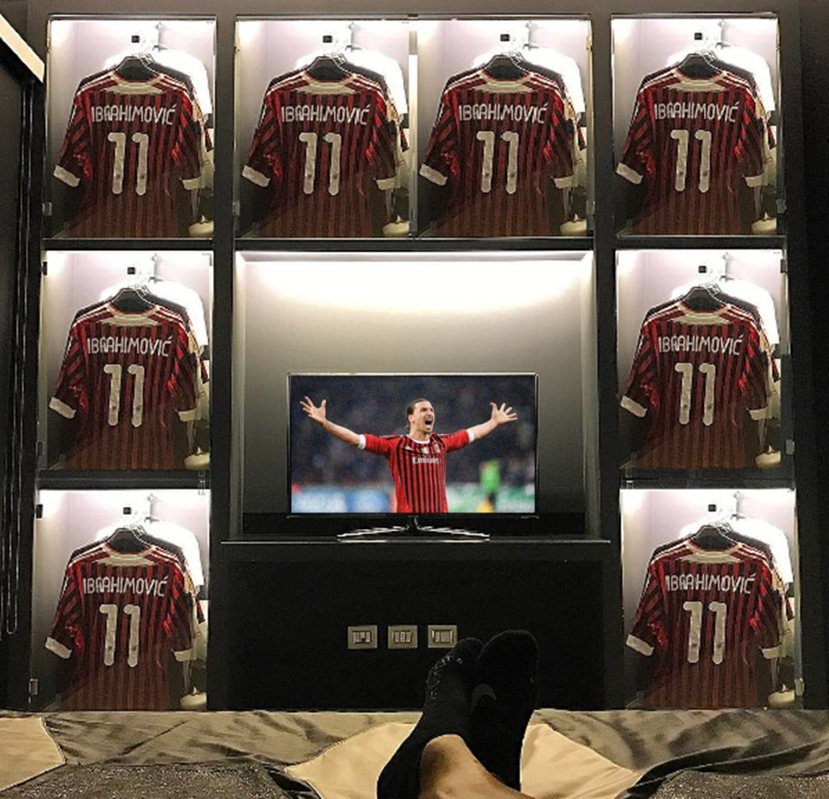 [Exclu]  voici la chambre de @Ibra_official #Zlatan #Ibrahimovic #MilanAC pic.twitter.com/pqZG0KfjeG