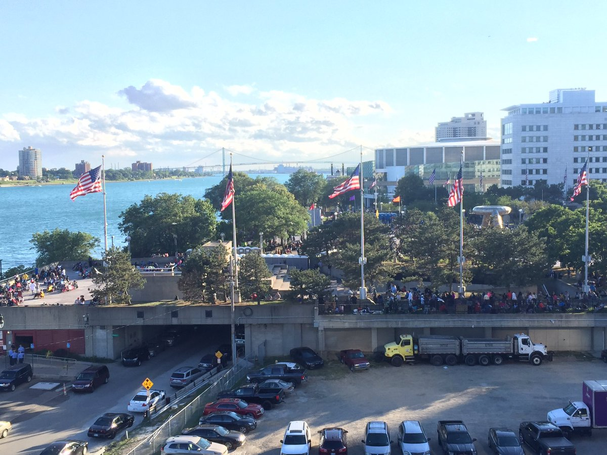 The Detroit Riverfront and Hart Plaza are filling up for the #FordFire...